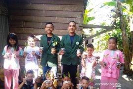 Mahasiswa Polbangtan Medan kenalkan dunia pertanian ke anak-anak Labura