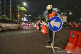 Polrestabes Bandung tetap tutup sejumlah ruas jalan di malam akhir pekan