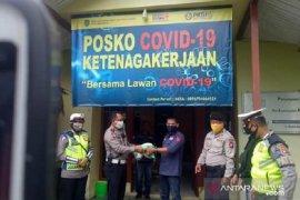 Polres Singkawang bantu beras untuk buruh yang terdampak COVID-19