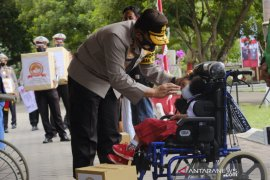 Polda Gorontalo beri bantuan sembako ke warga kurang mampu