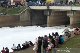 """Sungai """"bersalju"""" di HBKB BKT hingga wisata Kepulauan Seribu"""