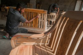 Permintaan naik, pendapatan perajin kayu di Lebak meningkat