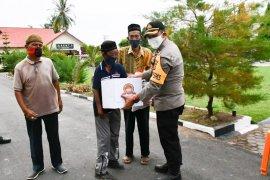 Polres Aceh Timur salurkan ratusan paket sembako untuk kaum dhuafa