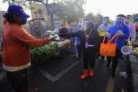 Wali Kota Risma berkeliling bagikan masker gratis kepada warganya