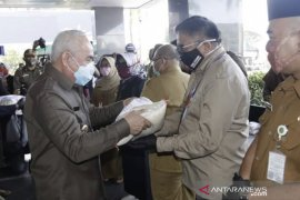 Pemprov  Kaltim salurkan bantuan kepada 16.842 warga terdampak COVID-19