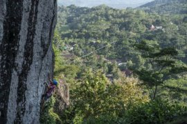 Pemanjat Berlatih di Tebing Batuan Gunung Api Purba Nglanggeran Page 2 Small