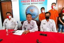 Penggerebekan di tambang illegal, BNNK Batanghari sita narkoba dan temukan pistol