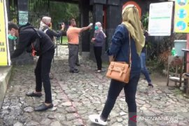 Kembali dibuka, pengunjung objek wisata pendakian Gunung Lawu dibatasi