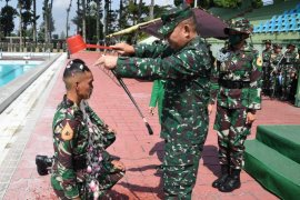 Tradisi pesta air Taruna Akademi Militer