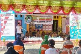 Bupati serahkan BLT dana desa warga Sarang Tiung