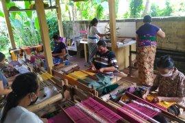 Pandemi COVID-19 bangkitkan kembali tenun tradisional Pejeng Kangin
