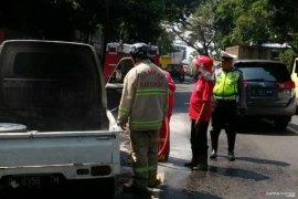 Mobil pick up terbakar sebabkan Jalur Bandung-Cianjur macet
