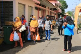 Ranjang pasien COVID-19 di Asrama Haji Surabaya sudah banyak yang kosong