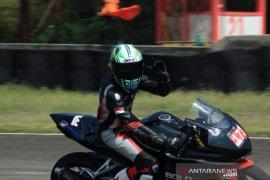 Pebalap asal Bali Frendy tetap berlatih untuk siap ikuti balap motor