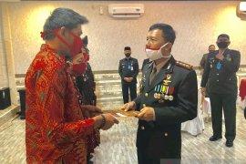 Menggagalkan aksi jambret,  Jodi peroleh penghargaan HUT Bhayangkara ke-74