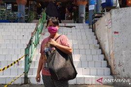 Kemarin, perpanjangan PSBB Transisi sampai larangan kantong plastik