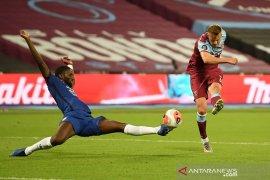 West Ham United  pungkasi tren positif Chelsea