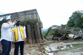 Wamen PUPR tinjau jembatan rusak akibat banjir di Bone Bolango