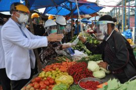 Rumah sakit Haji sosialisasikan normal baru kepada pedagang pasar