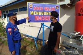 Polisi sosialisasikan normal baru kepada nelayan di pesisir Bengkayang