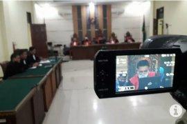 Bupati Lampung Utara nonaktif terima putusan hakim