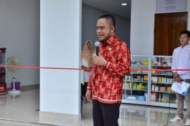 Wabup Effendi resmikan Apotek Karunia Teluk Batang