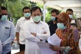 Menkes lihat cara kerja Wali Kota Surabaya di dapur umum