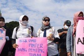 Massa berharap aspirasi tolak PPDB DKI diterima  Presiden Jokowi