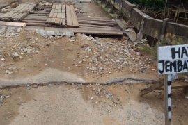 Warga perbatasan RI-Malaysia desak pemerintah perbaiki jembatan rusak