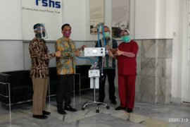 LIPI serahkan alat bantu pernafasan ke RSHS Bandung