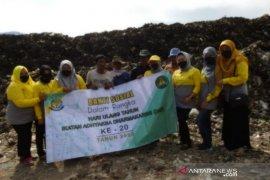 Kejari Garut salurkan bansos untuk pemulung di TPA Pasirbajing