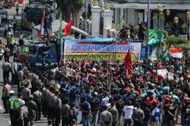 SOPIR TRUK PROTES RAPID TEST BERBAYAR