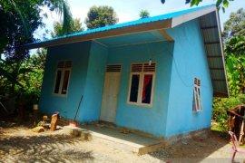 Warga miskin di Nagan Raya terima rumah bantuan tanpa penerang listrik