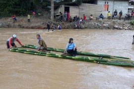 Banjir bandang di Suwawa Timur hanyut hanyutkan dua jembatan