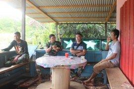 Jarang mendapat tamu seorang TNI, warga merasa senang dikunjungi