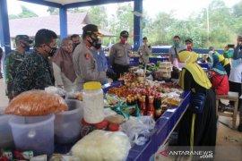 Polres Bangka Tengah pantau penerapan protokol kesehatan di pasar