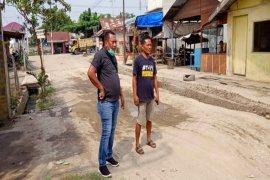 Anggota DPRD Langkat dari Partai Gerindra timbun jalan