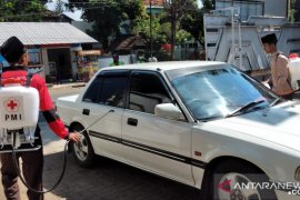 Ponpes di Jember manfaatkan 'sprayer' bantuan PMI cegah COVID-19 secara mandiri