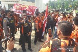 Ratusan kader PP Labura datangi DPRD