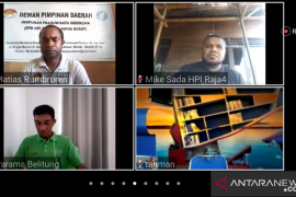 Pemandu HPI Papua Barat belajar beternak secara daring