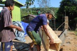 Pengerjaan pagar gereja sudah pada tahap pengecoran