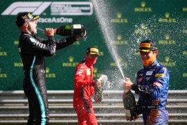 Norris syok hingga termangu  setelah rebut podium perdananya di F1