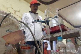 Warga Situbondo yakini asap cair batok kelapa bisa sembuhkan pasien COVID-19