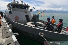 Kapal Angkatan Laut Talise sandar di Pangkalan TNI AL Palu Page 1 Small