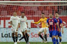 Gol Ocampos antar Sevilla tempel Atletico dan cengkeram empat besar