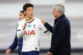 Penjaga gawang Spurs  Lloris cekcok dengan Son Heung-min, Mourinho mengaku senang