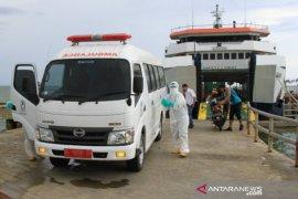 Warga menolak, pasien reaktif COVID-19 asal Jatim dibawa ke Meulaboh