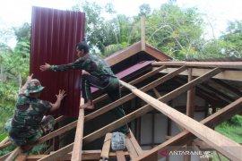 Kodim 0913/PPU Gelar Bedah Rumah Songsong HUT ke-62 Kodam VI Mlw