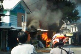 Ruko terbakar, 13 unit mobil pemadam dikerahkan