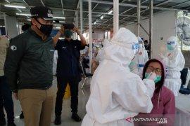 Pemkot  Bogor gelar 'swab test' penumpang KRL yang baru tiba di Stasiun Bogor